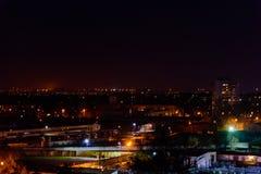 Sikt på den midnatta staden Kremenchug, Ukraina arkivbilder
