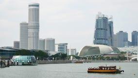 Sikt på den moderna arkitekturen för stad och promenad i Singapore lager videofilmer