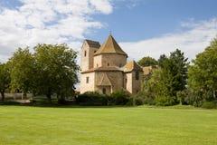 Sikt på den Ottmarsheim abbotsklosterkyrkan i Frankrike Fotografering för Bildbyråer