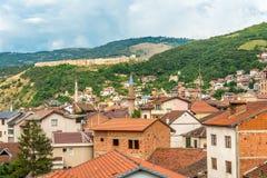 Sikt på den Prizren staden i Kosovo Arkivfoto