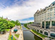 Sikt på den Rideau kanalen i Ottawa - Kanada fotografering för bildbyråer