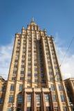 Sikt på den Riga slotten av kultur i Riga royaltyfria foton