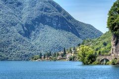 Sikt på den sceniska sjön Lugano Arkivfoton