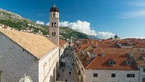 Sikt på den Stradun gatan från Dubrovnik stadsväggar, Kroatien lager videofilmer