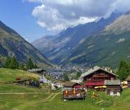 Sikt på den Zermatt byn arkivfoton