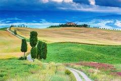 Sikt på det Tuscany landskapet, Italien Royaltyfria Bilder