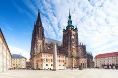 Sikt på domkyrkan på Hradcany i Prague, Tjeckien. Royaltyfri Bild