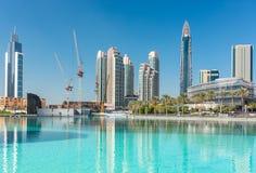 Sikt på Dubai som är i stadens centrum på den Dubai gallerian Arkivfoton