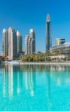 Sikt på Dubai som är i stadens centrum på den Dubai gallerian Arkivbild