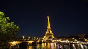 Sikt på Eiffeltorn på natttimelapse Juni 2, 2017 arkivfilmer