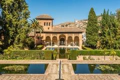 Sikt på Elen Partal som bygger Alhambra i Granada, Spanien royaltyfri bild