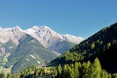 Sikt på en bergskedja från dolomitesna, Ahrntal, Trentino-alt Adige, Italien Arkivbild
