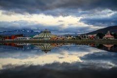 Sikt på en cirkus från över den Ushuaïa fjärden, Ushuaïa, Patagonia, Argentina Royaltyfri Foto