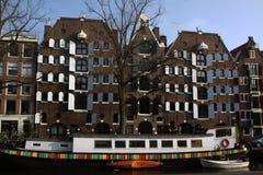 Sikt på en kanal i Amsterdam Royaltyfria Bilder