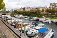 Sikt på en kanal i Paris, Frankrike Royaltyfria Foton