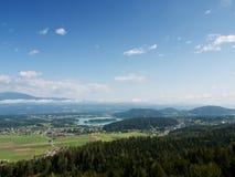 Sikt på en sjö, Österrike Royaltyfria Bilder