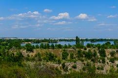 Sikt på en stad Komsomolsk och floden Dnieper Fotografering för Bildbyråer