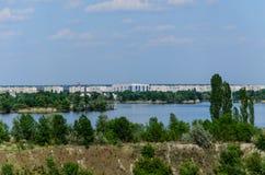 Sikt på en stad Komsomolsk och floden Dnieper Arkivbild