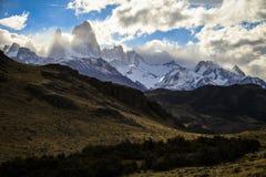 Sikt på Fitz Roy, från de omgeende bergen, Patagonia, Argentina Arkivbilder