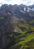 Sikt på fjällängen i fjällängarna (karwendel) Fotografering för Bildbyråer