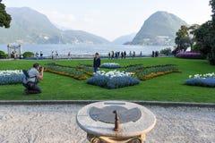 Sikt på fjärden av Lugano från botaniska trädgården Fotografering för Bildbyråer