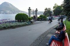Sikt på fjärden av Lugano från botaniska trädgården Royaltyfri Foto
