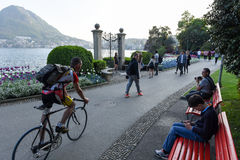 Sikt på fjärden av Lugano från botaniska trädgården Royaltyfria Bilder
