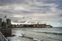 Sikt på gammal port av Gijon och det Cantabric havet, Asturias, nordliga Spanien Royaltyfria Bilder