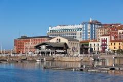 Sikt på gammal port av Gijon och yachter, nordliga Spanien Royaltyfria Foton