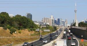Sikt på Gardiner Expressway i Toronto 4K stock video