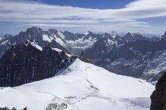 Sikt på glaciären under Aiguille du Midi Royaltyfri Bild
