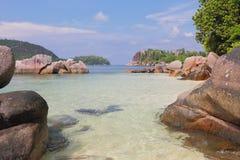 Sikt på golfen Anse Islette Port Glod, Mahe, Seychellerna royaltyfria bilder