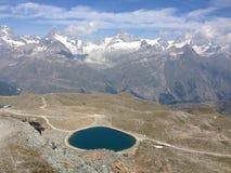 Sikt på Gornergrat sjön, Schweiz Royaltyfria Bilder