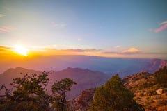 Sikt på Grand Canyon på solnedgången Arkivfoton