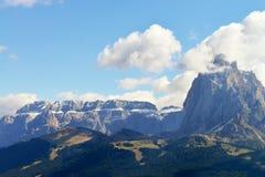 Sikt på Gruppo Sella och Sassolungo, södra Tirol, Italien Fotografering för Bildbyråer