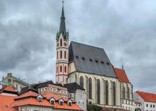 Sikt på helgonet Vitus Catholic Church i Cesky Krumlov, Tjeckien arkivbilder