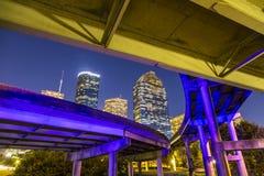 Sikt på i stadens centrum Houston vid natt Arkivbild
