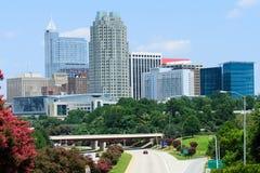 Sikt på i stadens centrum Raleigh, NC Arkivbilder