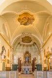 Sikt på kören i ny basilika av helgonet Apollinaris i Ravenna - Italien arkivfoton