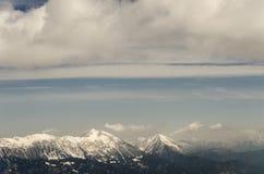 Sikt på Karavanke bergskedja med Stol och Veliki Vrh Arkivbild