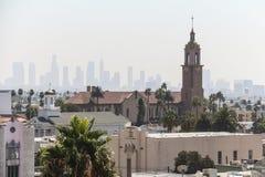 Sikt på kontur av i stadens centrum Los Angeles från Hollywood royaltyfria bilder