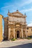 Sikt på kyrkan av helgonet Lucy i Montepulciano - Italien royaltyfri bild