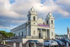 Sikt p? kyrkan v?r dam av ensamhet i San Jose - Costa Rica arkivbild