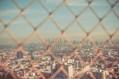 Sikt på LA till och med trådstaketet Royaltyfria Bilder