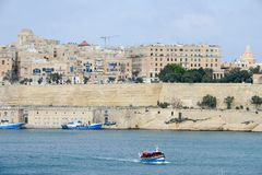 Sikt på La Valletta, huvudstaden av Malta Royaltyfri Foto