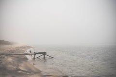 Sikt på Lake Baikal under dimman Arkivbilder