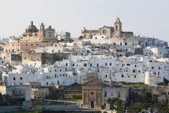 Sikt på mitten av Ostuni, Puglia, Italien royaltyfria bilder