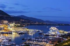 Sikt på Monte - carlo i Monaco i aftonen Arkivbilder