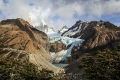 Sikt på monteringen Fitzroy och glaciären Piedras Blancas, sydligt Patagonian isfält, Argentina Royaltyfri Fotografi