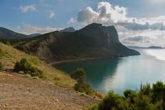 Sikt på monteringen Koba-Kaya från udde Kapchik i Black Sea crimea fotografering för bildbyråer